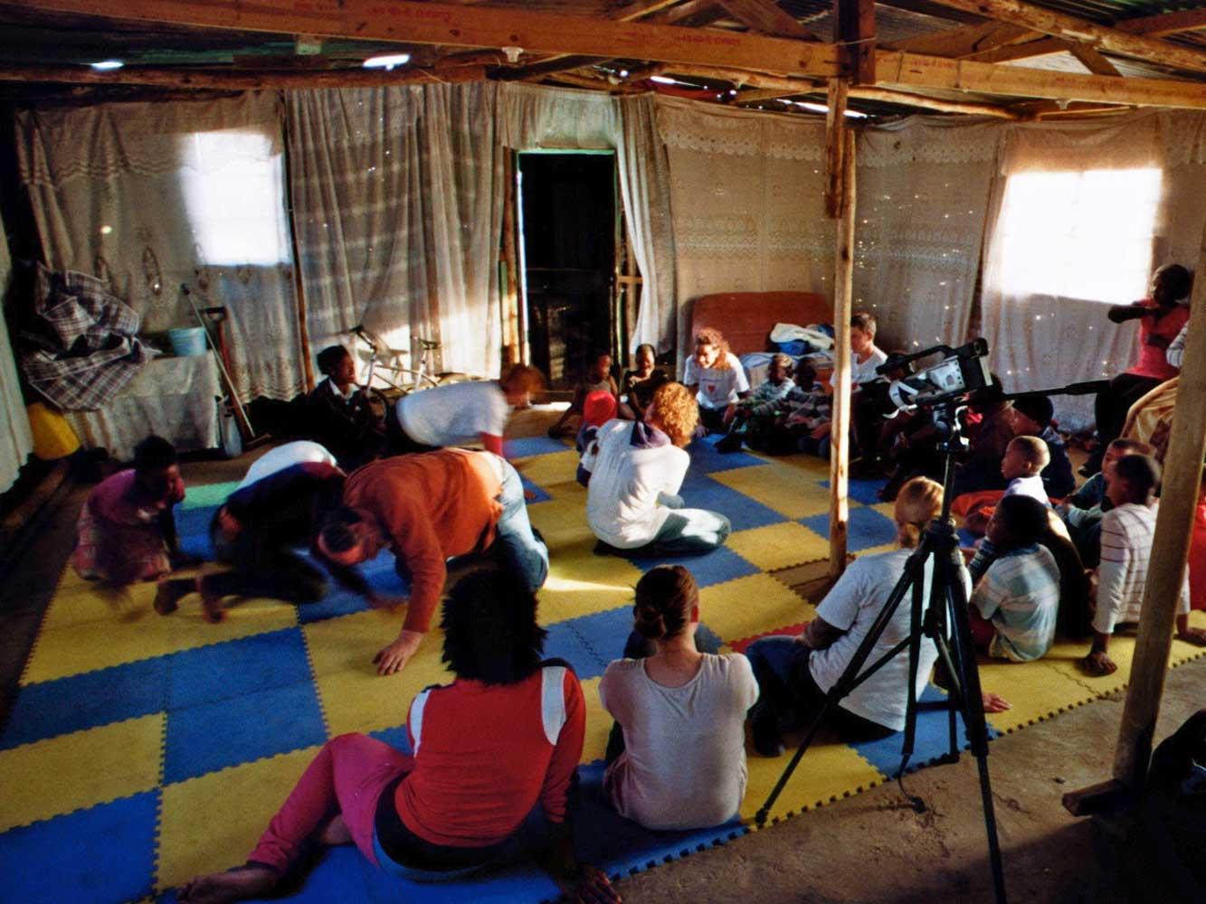 Original Play in einem Flüchtlingscamp, Johannesburg, Südafrika, 2012
