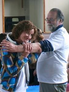 Jola und Fred zeigen eine Übung bei einem Workshop