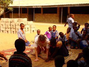 Original Play mit Gaby in Ghana